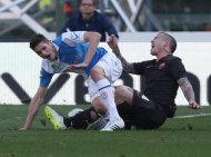 The fateful play that leaves Federico Mattiello (l.) with a broken leg.